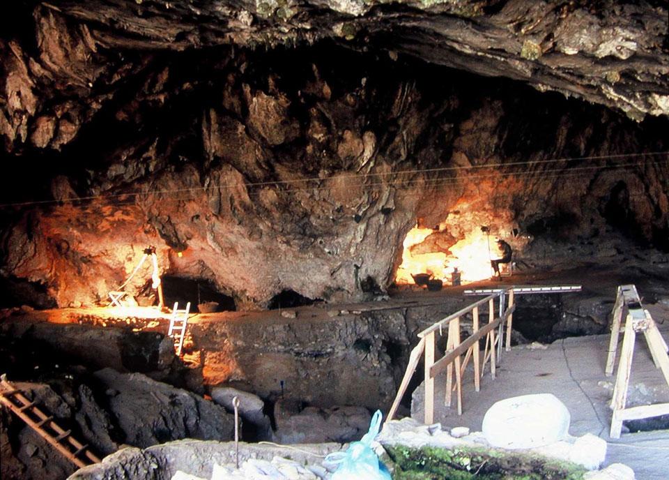 Σπήλαιο Θεόπετρας. Οι κόγχες της νότιας περιοχής.