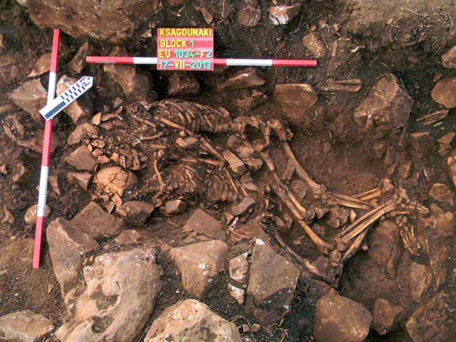 Σπανιότατη ταφή εναγκαλισμού άνδρα και γυναίκας μεταξύ των ευρημάτων της ανασκαφής στο Διρό