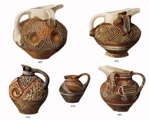 Koumasa, clay vases (M.M.I). Scales- 1:2 and (4105) 3:8.