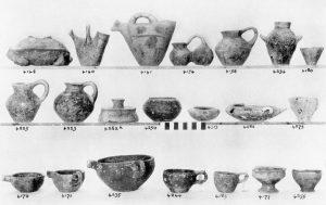 Koumasa, clay vases (E.M.III).