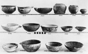Porti, clay vases (E.M.III (top row) and M.M.I).
