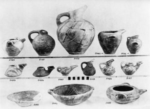 Porti, clay vases (M.M.I).