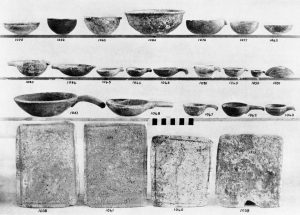Porti, stone vases and palettes.