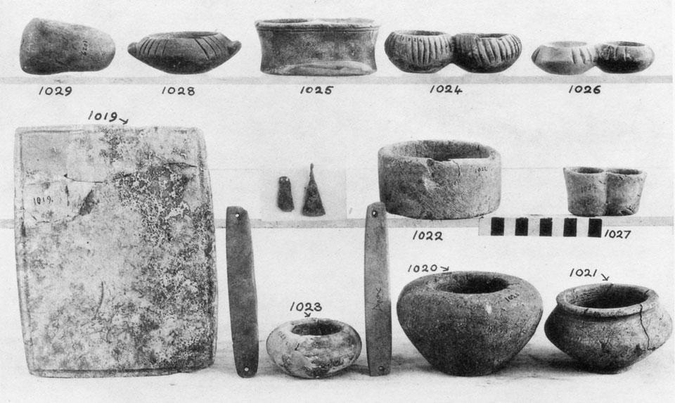 <p> S. Xanthoudides, <em>The Vaulted Tombs of Mesara </em>(1924), pl. XLIIIa</p>