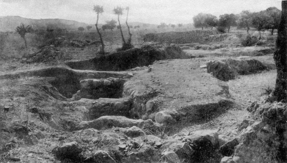 <p> S. Xanthoudides, <em>The Vaulted Tombs of Mesara</em> (1924), pl. XLVIIb</p>