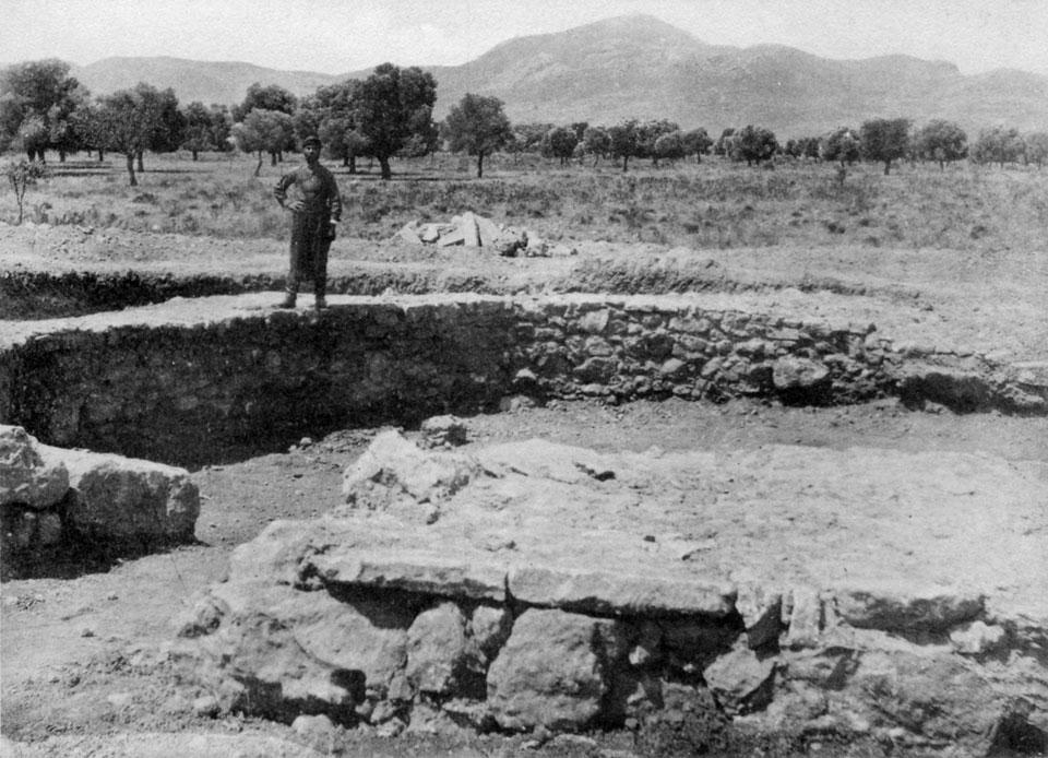 <p> S. Xanthoudides, <em>The Vaulted Tombs of Mesara</em> (1924), pl. XLVIIIb</p>
