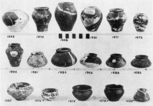 Platanos, stone vases.