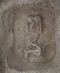 Από τον Άγιο Στέφανο στον Άγιο Βασίλειο: ταφικές πρακτικές στην προανακτορική Λακωνία (διάλεξη στην αγγλική γλώσσα)