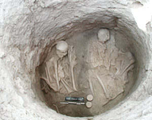 The burial layer of intact tomb 168 at Souskiou-Laona.