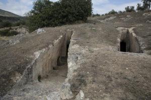 Τα μυστικά μιας γης σπαρμένης με αρχαία. Πώς έγιναν σύμμαχοι ντόπιοι και αρχαιολόγοι στα Αηδόνια Κορινθίας